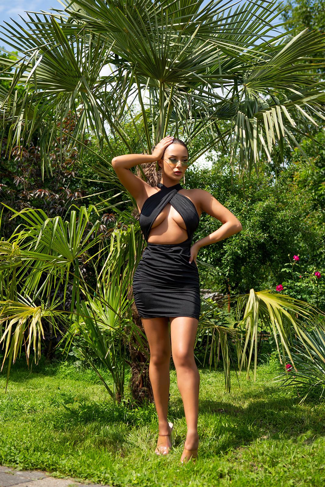 SEXY FIGURBETONTES KLEID ZUM SCHNÜREN MIT CUT-OUT von  IN Stylefashion  in Schwarz