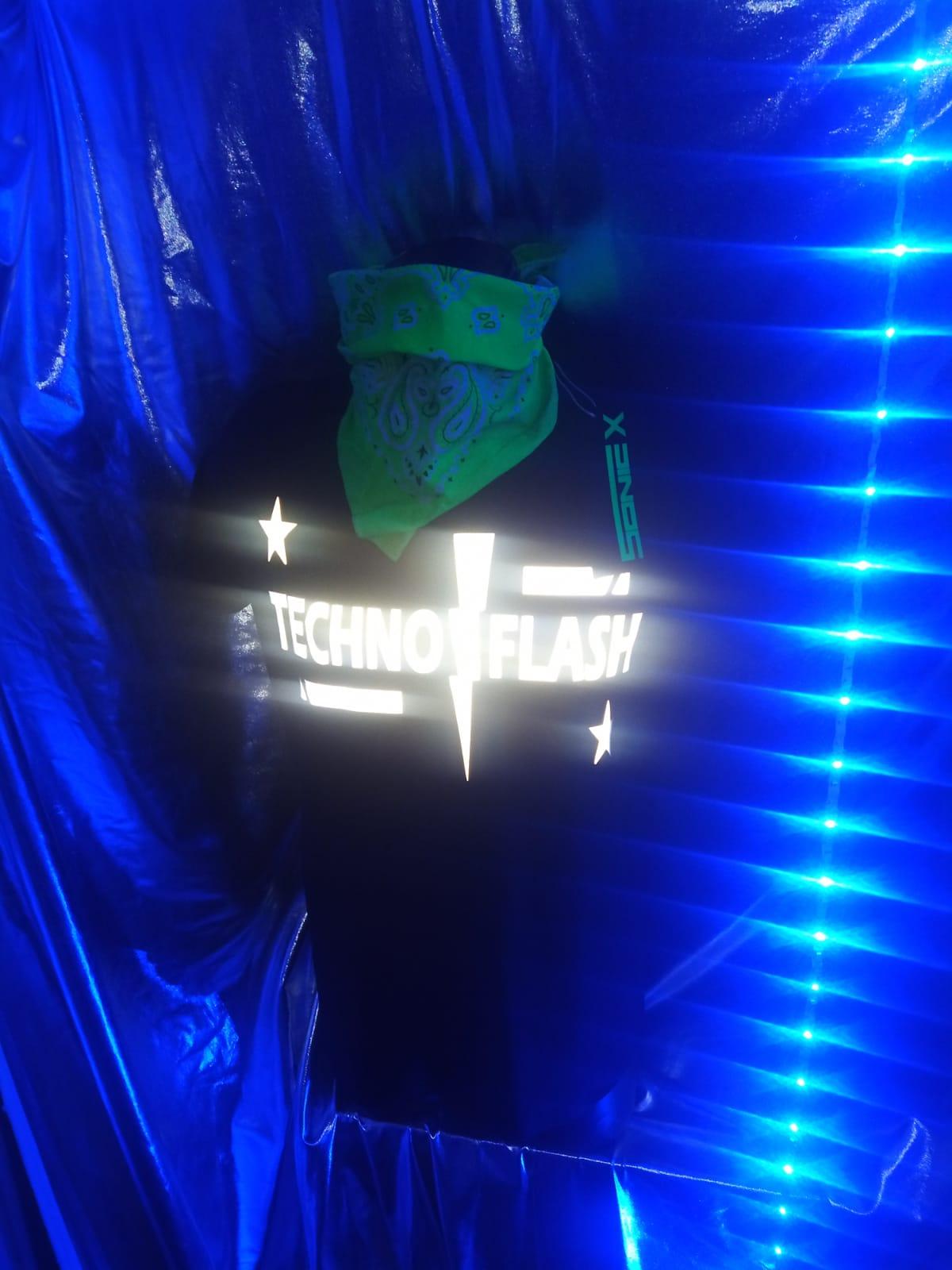 """T-Shirt von SONICX Model """" Techno FLASH""""  Techno Wear Style Flash Attacke  in Schwarz Weiss"""
