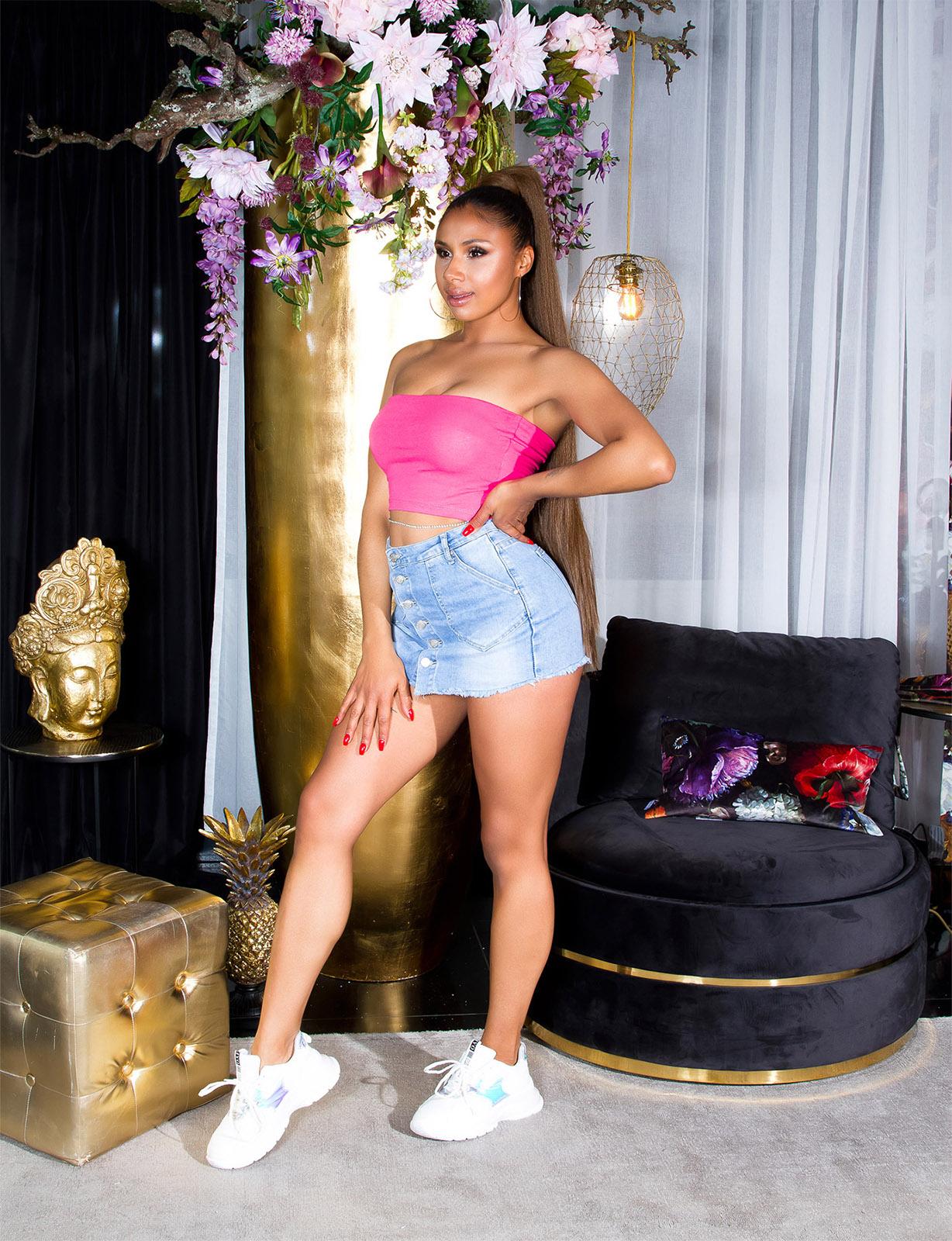 Sexy Basic Crop Bandeau Top von INstylefashion in Pink