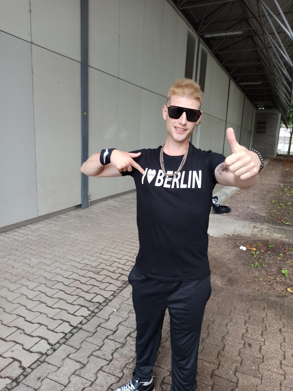 "T-Shirt von SONICX Model ""I LOVE TECHNO x CITY Berlin"